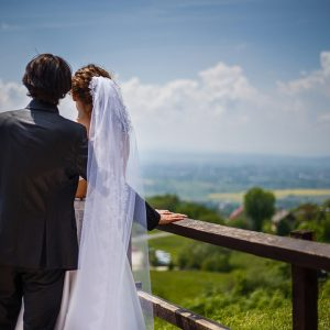 para młoda na sesji plenerowej jak zorganizować ślub