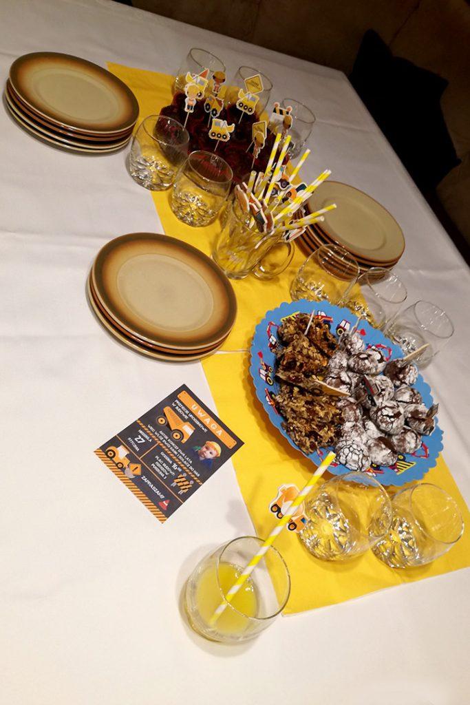 zaproszenie i dodatki na urodziny z motywem